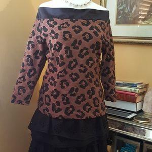 Leopard over the shoulder bluse